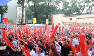 Giới trẻ Sài Gòn nhuộm đỏ đường phố cổ vũ U23 Việt Nam