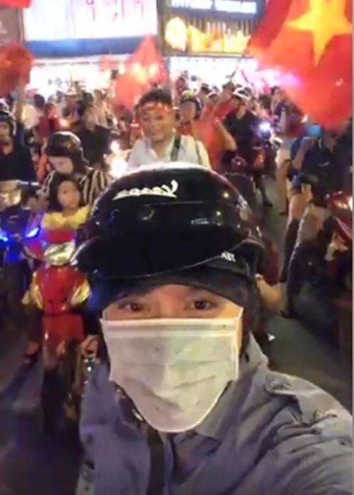 Khi sao Việt rũ bỏ sang trọng, mất ngủ xuống đường vì U23 Việt Nam - 4