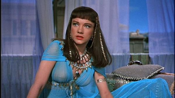 Những kiểu phục trang gây tranh cãi trong phim Hollywood - 1