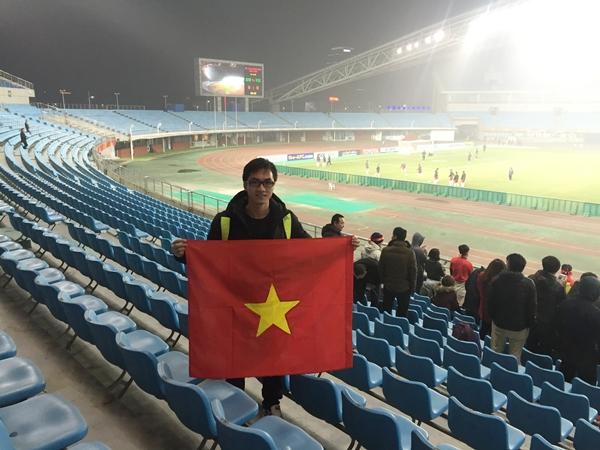 CĐV điển trai bị teen girl cầu xin add Facebook sau trận đấu của U23 Việt Nam - 4