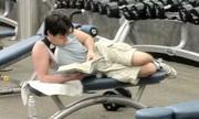Ngàn lẻ hành động hài hước khi tới phòng gym