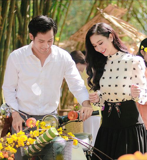 Á hậu Hà Thu khoe giọng hát ngọt trong MV đón Tết 2018 - 3