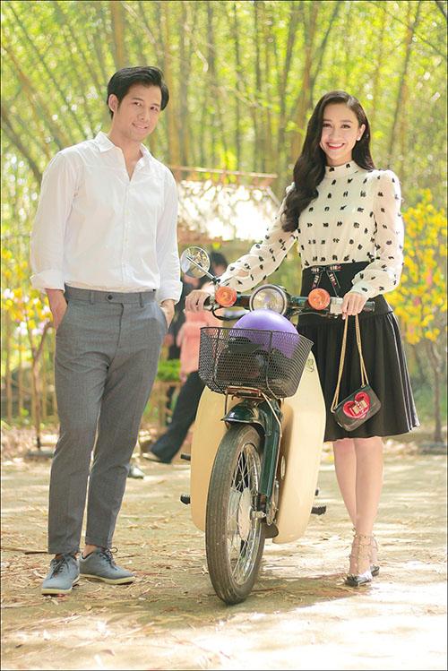 Á hậu Hà Thu khoe giọng hát ngọt trong MV đón Tết 2018 - 5