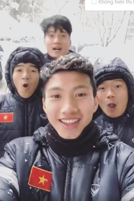 Thời tiết dưới 0 độ, U23 Việt Nam nghịch tuyết ở Thường Châu - 6