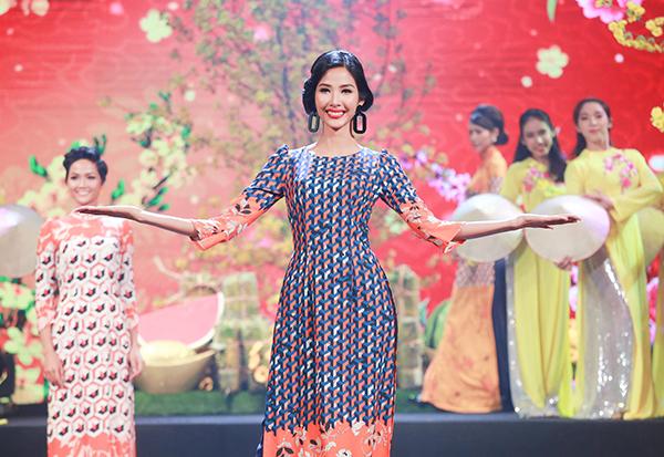Sau đăng quang, Hoàng Thùy - HHen Niê quay lại làm người mẫu - 6