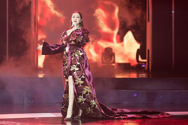Bảo Anh diện đầm 2m quét sàn hát hit 53 triệu view - 3