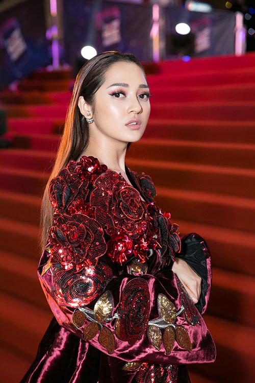 Bảo Anh diện đầm 2m quét sàn hát hit 53 triệu view - 2