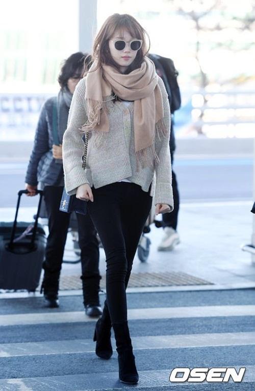Lee Sung Kyung lộ chân siêu gầy, Black Pink khoe loạt áo khoác bông