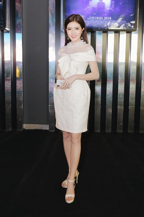 Lilly Luta tái xuất xinh đẹp cạnh bạn trai Lưu Quang Anh
