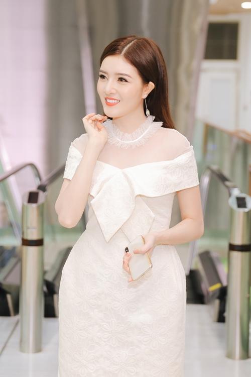 Lilly Luta tái xuất xinh đẹp cạnh bạn trai Lưu Quang Anh - 1