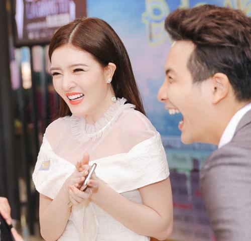Lilly Luta tái xuất xinh đẹp cạnh bạn trai Lưu Quang Anh - 4