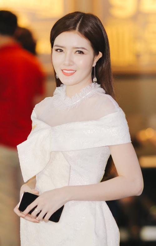 Lilly Luta tái xuất xinh đẹp cạnh bạn trai Lưu Quang Anh - 2