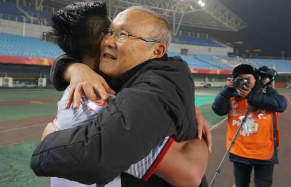 Những hình ảnh chứng minh bố già Park Hang Seo thương các học trò như con - 5