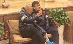Những hình ảnh chứng minh 'bố già' Park Hang Seo thương các học trò như con