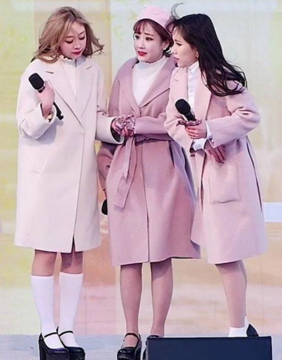 Sao Hàn tím tái vì mặc đồ mỏng manh giữa trời lạnh - 5