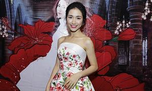 Hòa Minzy gợi cảm với đầm hoa dâm bụt sau khi giảm 10 kg