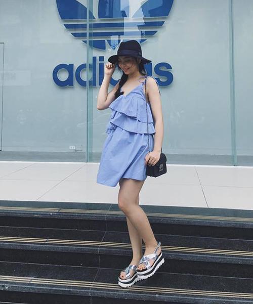 Phong cách khác biệt của bạn gái 3 hot boy U23 Việt Nam - 2