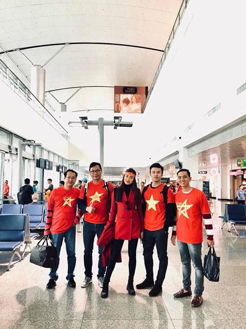 Sao Việt và fan nhuộm đỏ sân bay trước khi lên đường đi cổ vũ U23 Việt Nam - 5