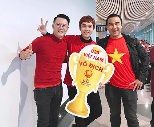 Sao Việt và fan nhuộm đỏ sân bay trước khi lên đường đi cổ vũ U23 Việt Nam - 1