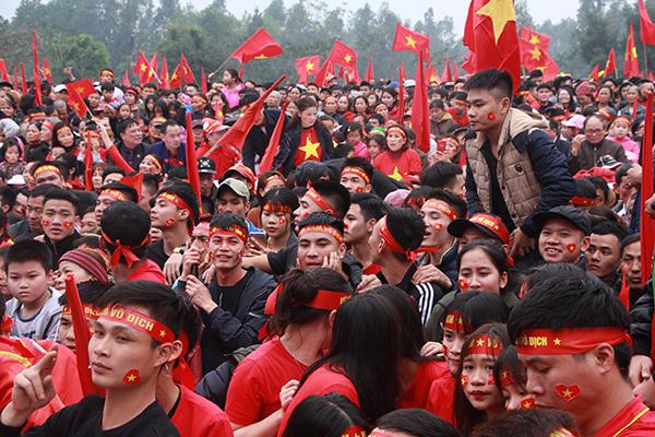 Quang Hải ghi bàn, cả làng ở quê vỡ òa trong cảm xúc