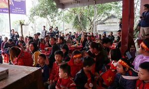 Nhà các cầu thủ U23 Việt Nam kín đặc dân làng đến cổ vũ