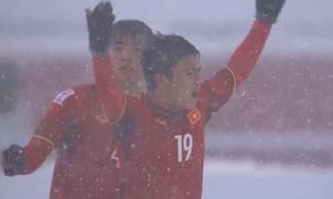 Ngắm lại siêu phẩm dưới mưa tuyết của 'Messi' Quang Hải