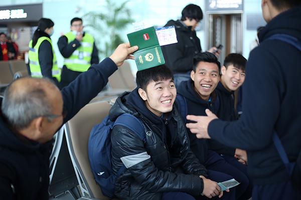 Thầy Park Hang Seo bị U23 Việt Nam chọc cười nghiêng ngả - 4