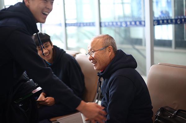 Thầy Park Hang Seo bị U23 Việt Nam chọc cười nghiêng ngả - 2
