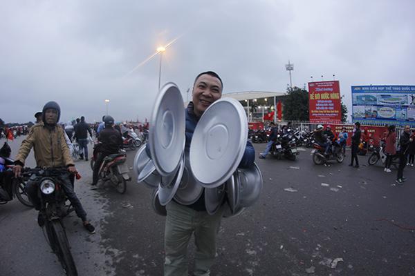 Kiếm bộn tiền nhờ ăn theo cơn sốt U23 Việt Nam - 4