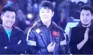 Fan 'rụng tim' với dáng vẻ ngơ ngác của Xuân Trường khi MC xướng tên