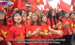70 nghìn CĐV Việt Nam hòa giọng hát chúc mừng sinh nhật Bùi Tiến Dũng