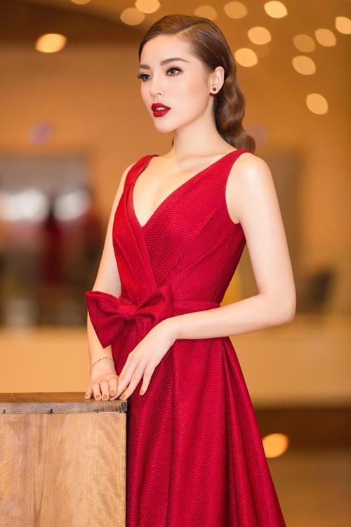 Kỳ Duyên đẹp rực rỡ với váy xẻ ngực sexy - 5