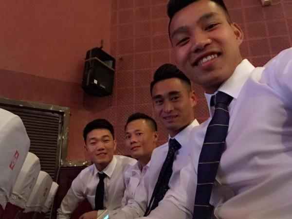 Hình ảnh các chàng trai U23 trong sơ mi trắng khiến fan nữ rụng rời - 9