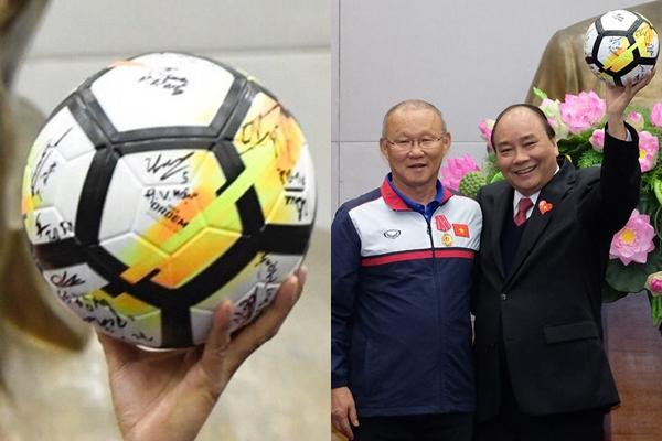 U23 Việt Nam vẻ ngoài đã soái, chứ ký cũng bay bổng không kém - 3