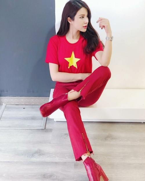 Mỹ nhân Việt diện áo cờ đỏ, sao vàng vẫn mix sành điệu như thường - 1
