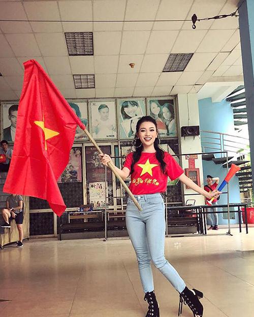 Mỹ nhân Việt diện áo cờ đỏ, sao vàng vẫn mix sành điệu như thường - 7