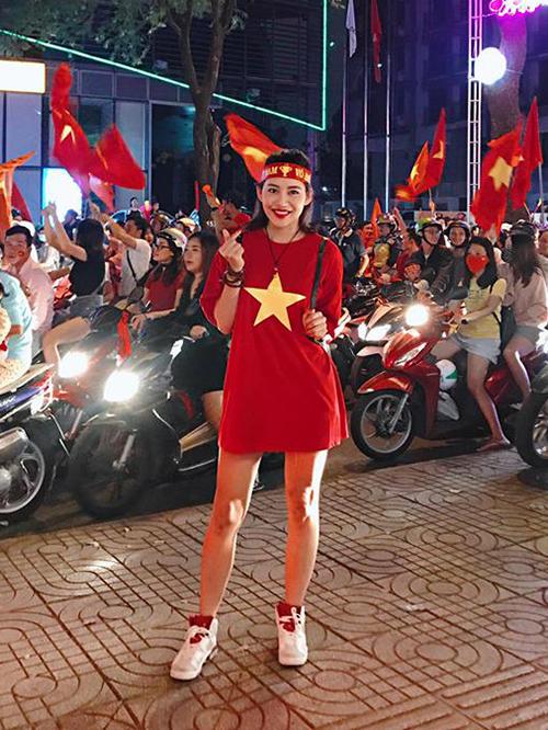 Mỹ nhân Việt diện áo cờ đỏ, sao vàng vẫn mix sành điệu như thường - 6