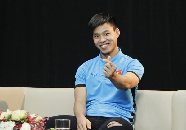Vũ Văn Thanh liên tục bắn tim kute tặng fan - 2