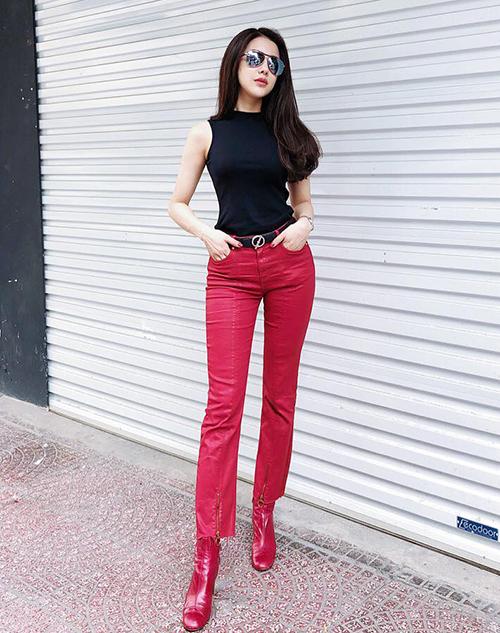 Sắc đỏ rực rỡ lên ngôi trong street style sao Việt tuần qua