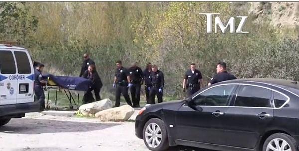 Cảnh sát di chuyển thi thể của Mark Salling.