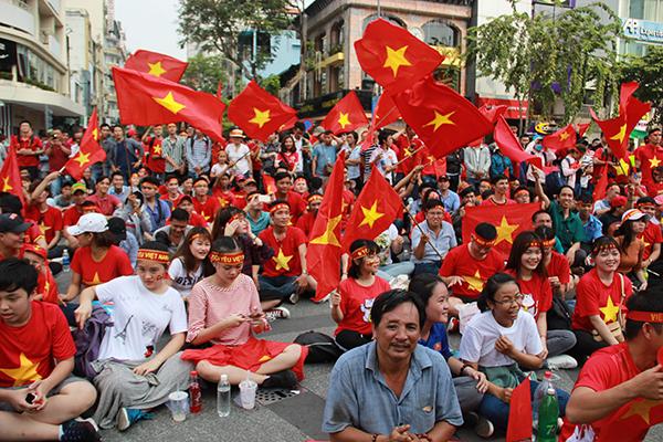 Không khí xem bóng đá tại Sài Gòn.