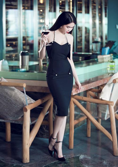 Ngọc Trinh dần trở nên nhàm chán vì mặc đi mặc lại một kiểu đồ - 7