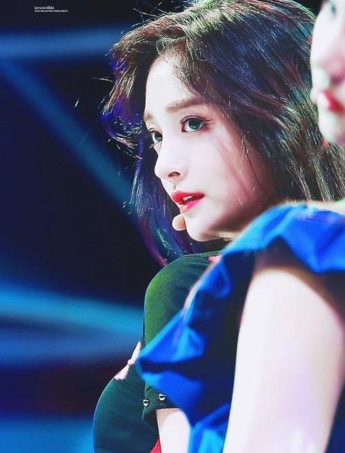 Jie Qiong mới debut 6 tháng, nổi tiếng nhờ Produce 101.