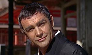 Màn hóa trang 'thảm hại' nhất của James Bond gây tranh cãi