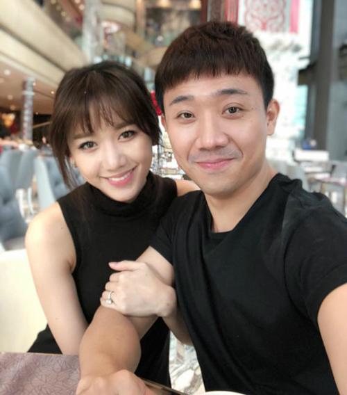 Trấn Thành - Hari Won chăm chỉ selfie chứng minh tướng phu thê là có thật
