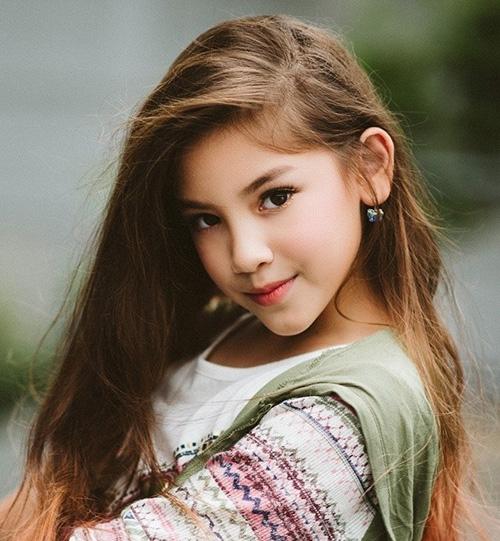 Mẫu nhí lai xinh như thiên thần ước mơ thành Hoa hậu Hoàn vũ