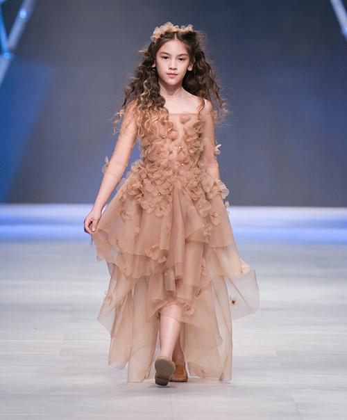 Mẫu nhí lai xinh như thiên thần ước mơ thành Hoa hậu Hoàn vũ - 4