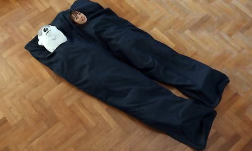Túi ngủ cực độc hình quần jean khổng lồ không dành cho dân FA
