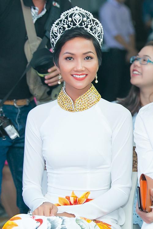 Hoa hậu HHen Niê đóng khung hình ảnh sau 1 tháng đăng quang