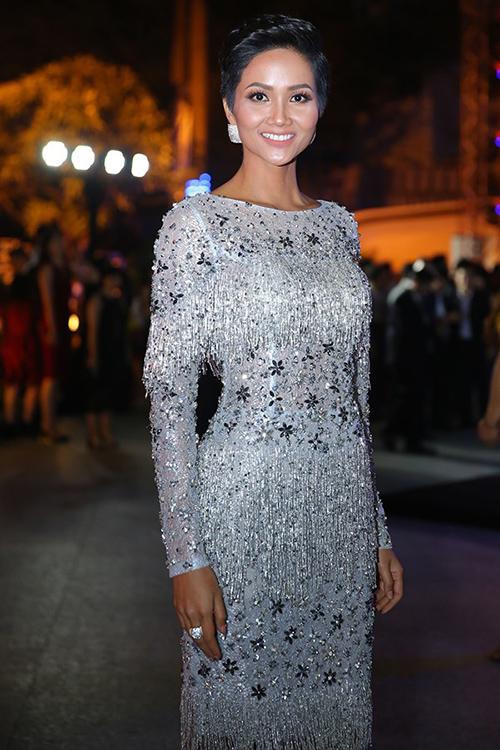 Hoa hậu HHen Niê đóng khung hình ảnh sau 1 tháng đăng quang - 5